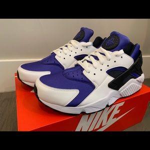 huge selection of 61c34 6f76f Nike Shoes - NIB Nike Air Huarache Run SE Multiple Sizes